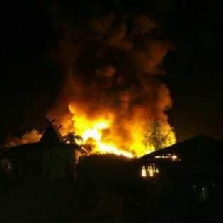 Bangsal Kayu di Inhil Ludes Terbakar