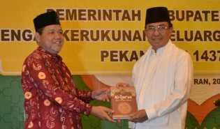 Bupati Kelapa Terima 350 Al-Quran dari KKIH Pekanbaru