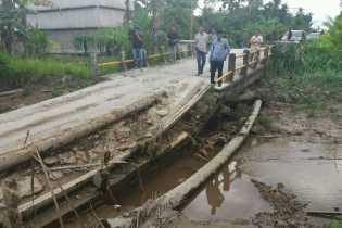 Masyarakat Blokir Alat Berat Proyek Jalan Kotabaru - Sanglar