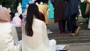 Pergi Salat Idul Adha Kenakan Baju Transparan, Wanita Ini Jadi Perbincangan di Medsos