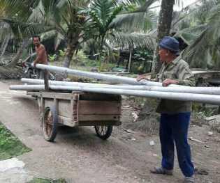 Desa Kuala Gaung Bangun 1 KM Jaringan Listrik