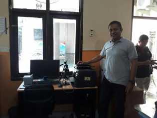 Polres Inhil Terima 2 Unit Komputer Pembuatan SKCK Secara Online