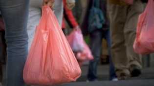 Ritel di Pekanbaru Masih Jual Plastik