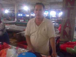 Tolak Relokasi, Pedagang Selodang Kelapa Ancam Jualan Dibekas Reruntuhan