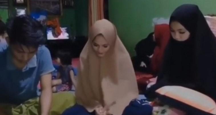 Mendadak Berjilbab, Siswi SMA Vulgar Minta Maaf di Medsos