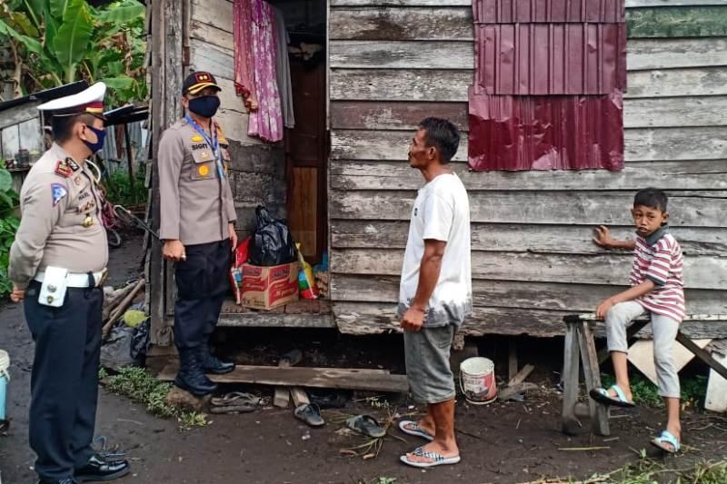 Polres Bengkalis Berikan Bansos 300 Kg Beras Buat Masyarakat Terdampak Covid-19