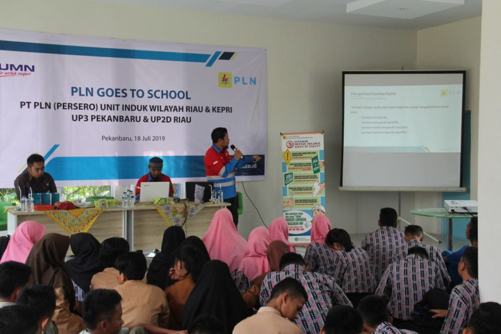 PLN Edukasi Siswa SMK di Riau Mengenal Budaya K3