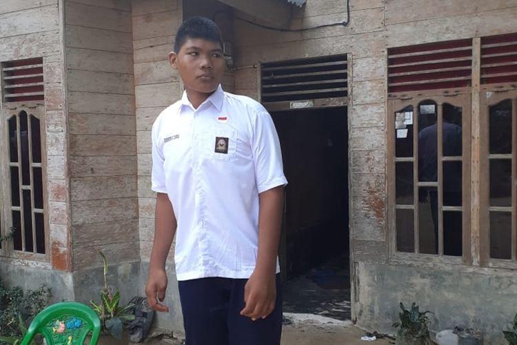 Kusen Pintu Dibongkar! Emen, Remaja 16 Asal Rohil dengan Tinggi 2,6 Meter