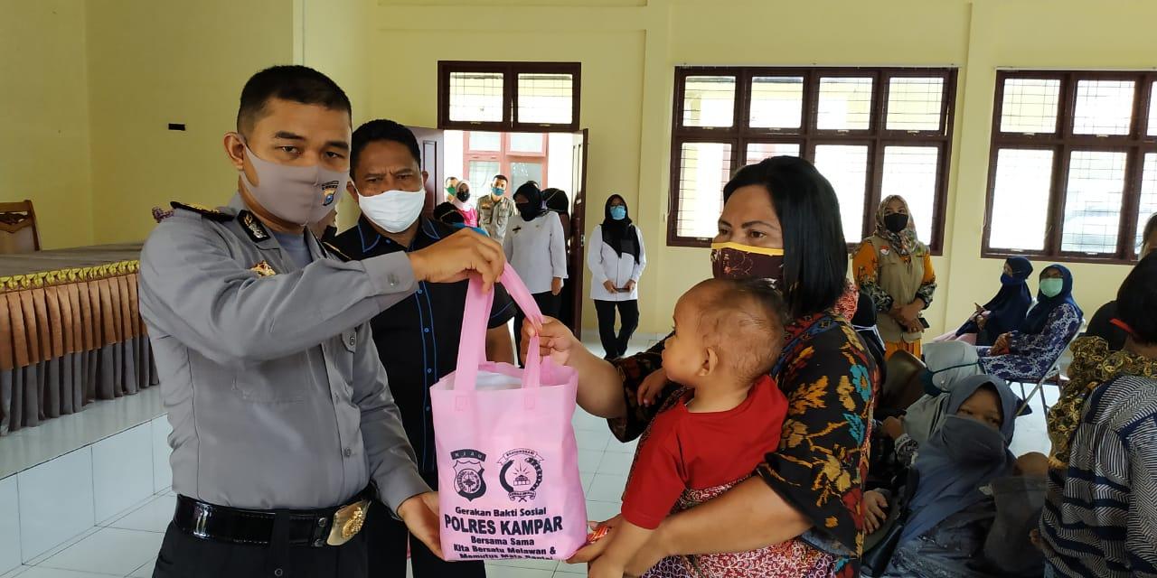Bhayangkari Polres Kampar Distribusikan 100 Paket Bantuan Kemanusian Ramah Perempuan dan Anak