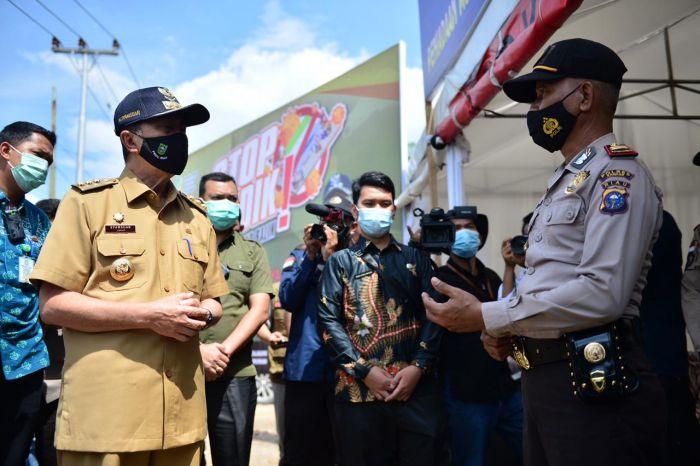 Tinjau Posko Terpadu PPKM Kelurahan Bangkinang, Gubri: Vaksin Tidak Batalkan Puasa