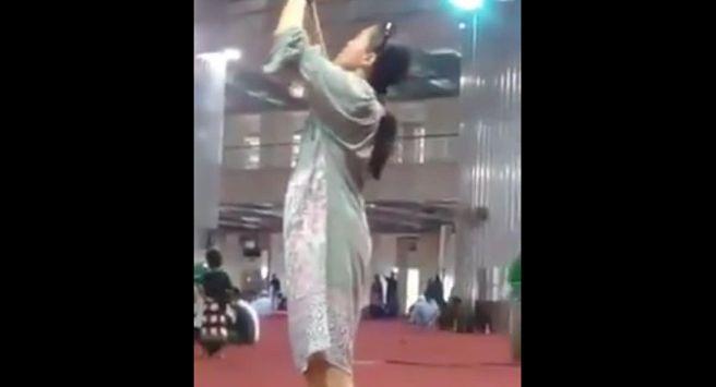 Usai Kontroversi Wanita Bawa Anjing di Masjid Sentul, Beredar Wanita Sexy Foto-foto di Istiqlal