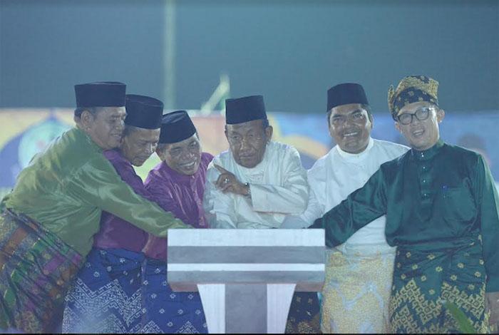 Wagubri Resmi Tutup MTQ Riau ke-36 di Dumai