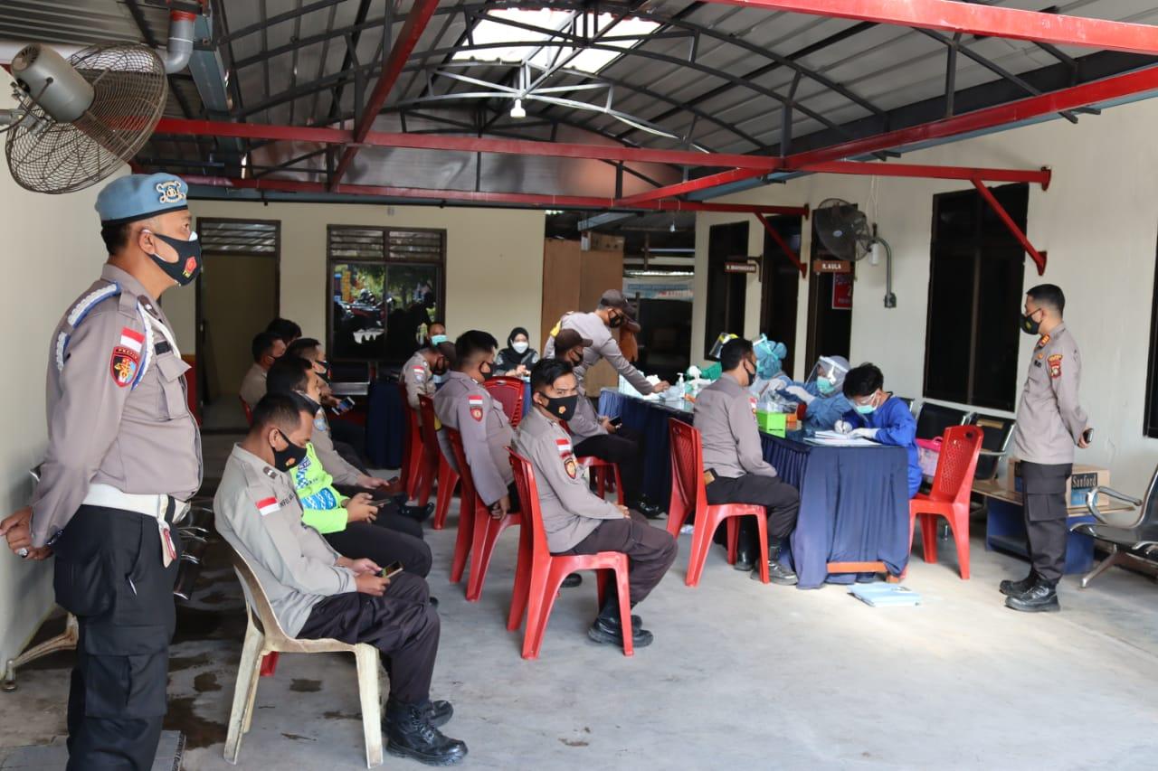 Petugas Puskesmas UPTD Kijang Kota Lakukan Pemeriksaan Kesehatan Personil Polsek Bintim