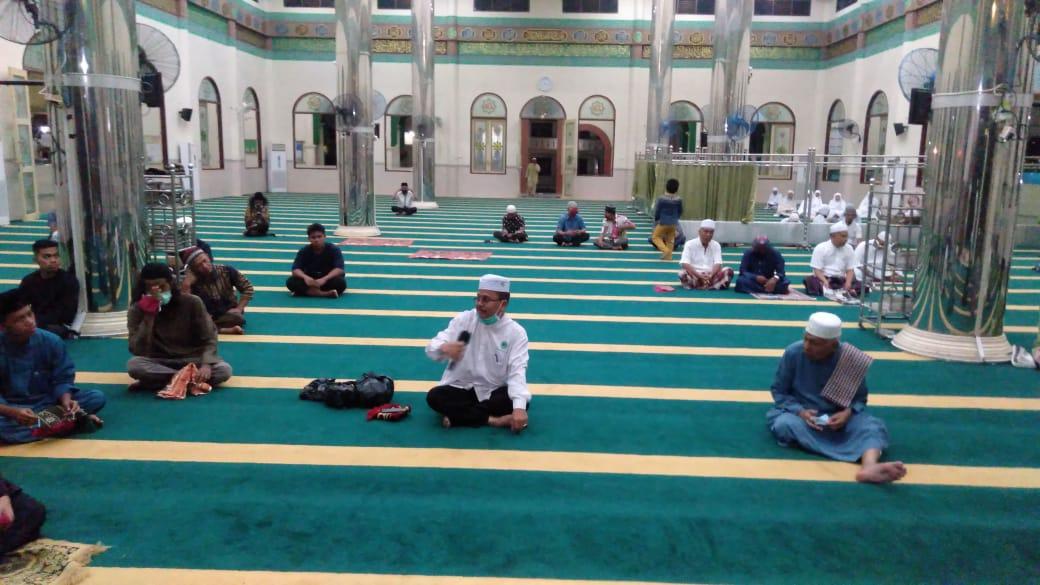 Kadiskes Meranti Sosialisasikan Bahaya COVID-19 kepada Jamaah Masjid Raya Darul Ulum Selatpanjang