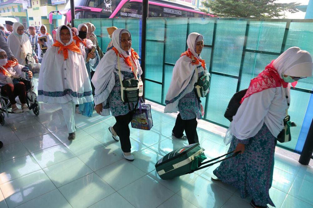 Jemaah Haji Kloter 6 tiba di Embarkasi Haji Antara Riau
