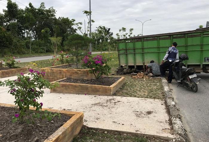 Supir Truk yang Tabrak Taman Median Jalan Diburu