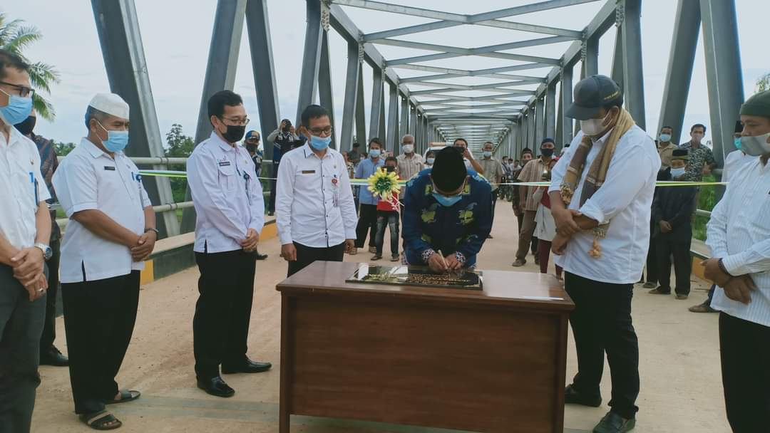 Bupati Kuansing Mursini Resmikan Jembatan Di Kecamatan Gunung Toar