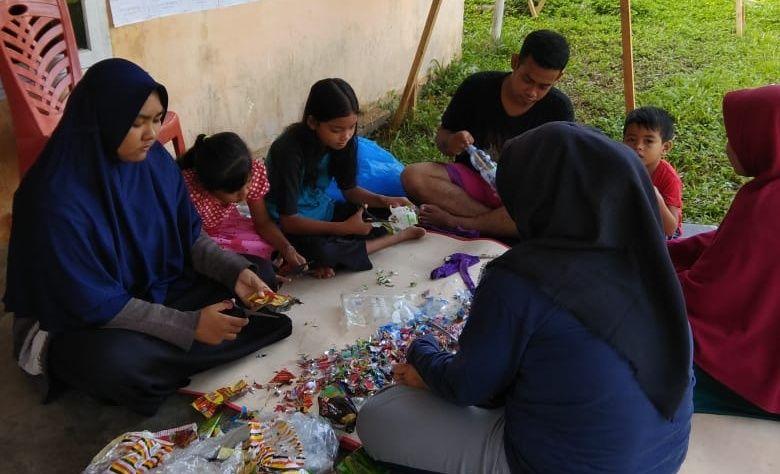 Ecobrick Atasi Permasalahan Sampah Plastik di Desa Koto Cengar