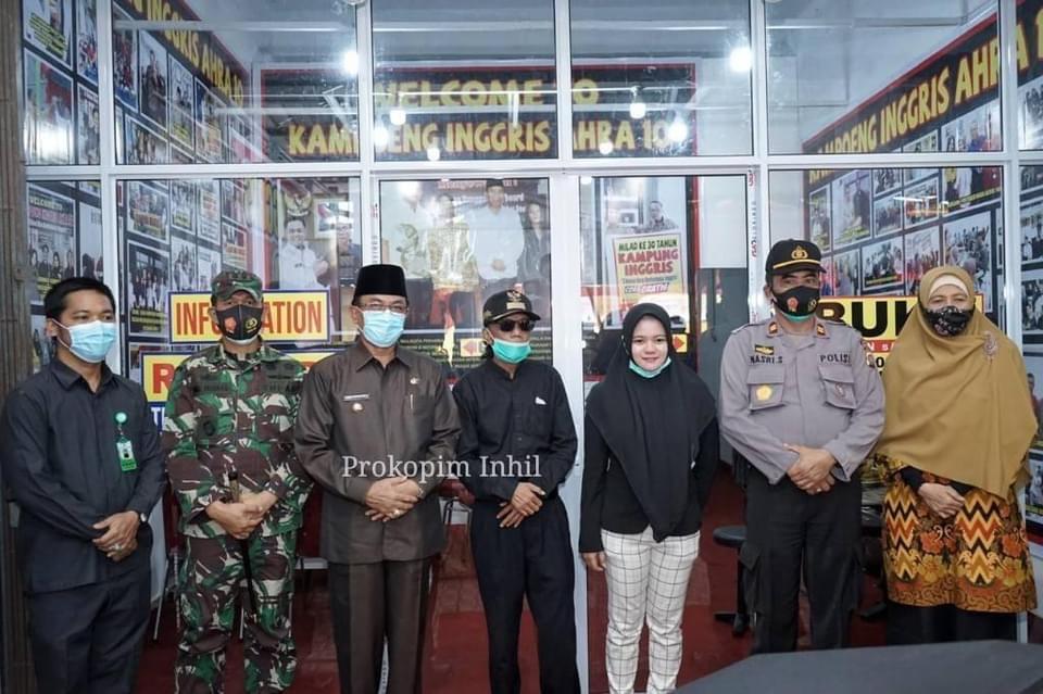 Bupati Inhil Resmikan Kampong Inggris AHRA 10 di Tembilahan