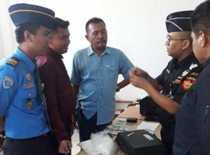 Sembunyikan Sabu di Selangkangan, Penumpang Lion Air Diamankan Petugas Bandara SSK II Pekanbaru