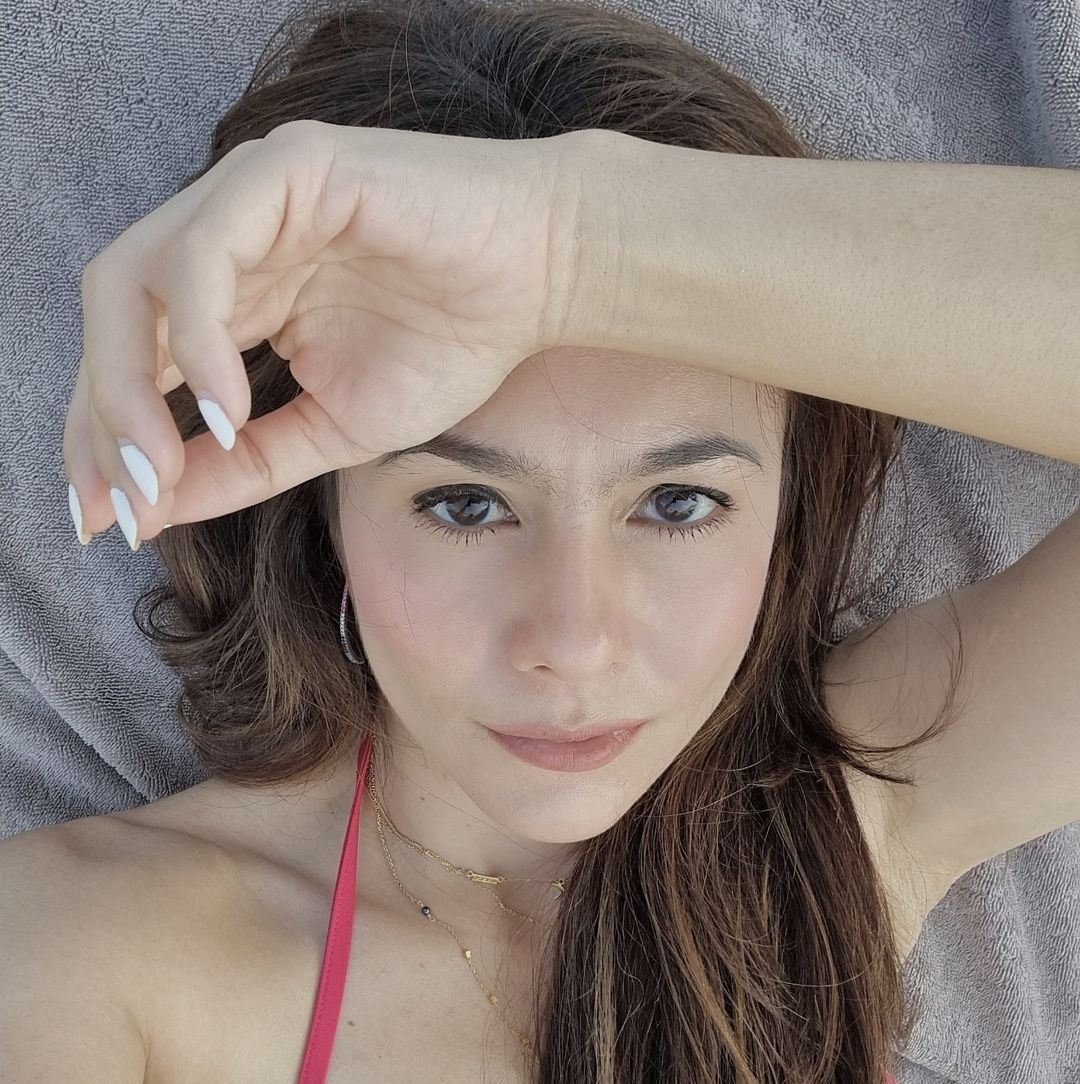 Wulan Guritno Menggoda Pakai Bikini Merah, Netizen: Mom Hot
