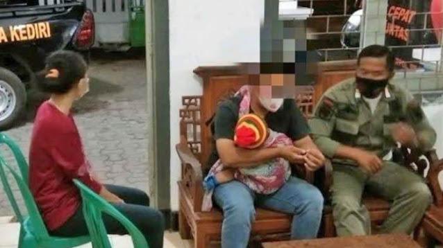 Sambil Gendong Anak Menangis, Suami Gerebek Istri Selingkuh dengan Duda di Kamar Kost