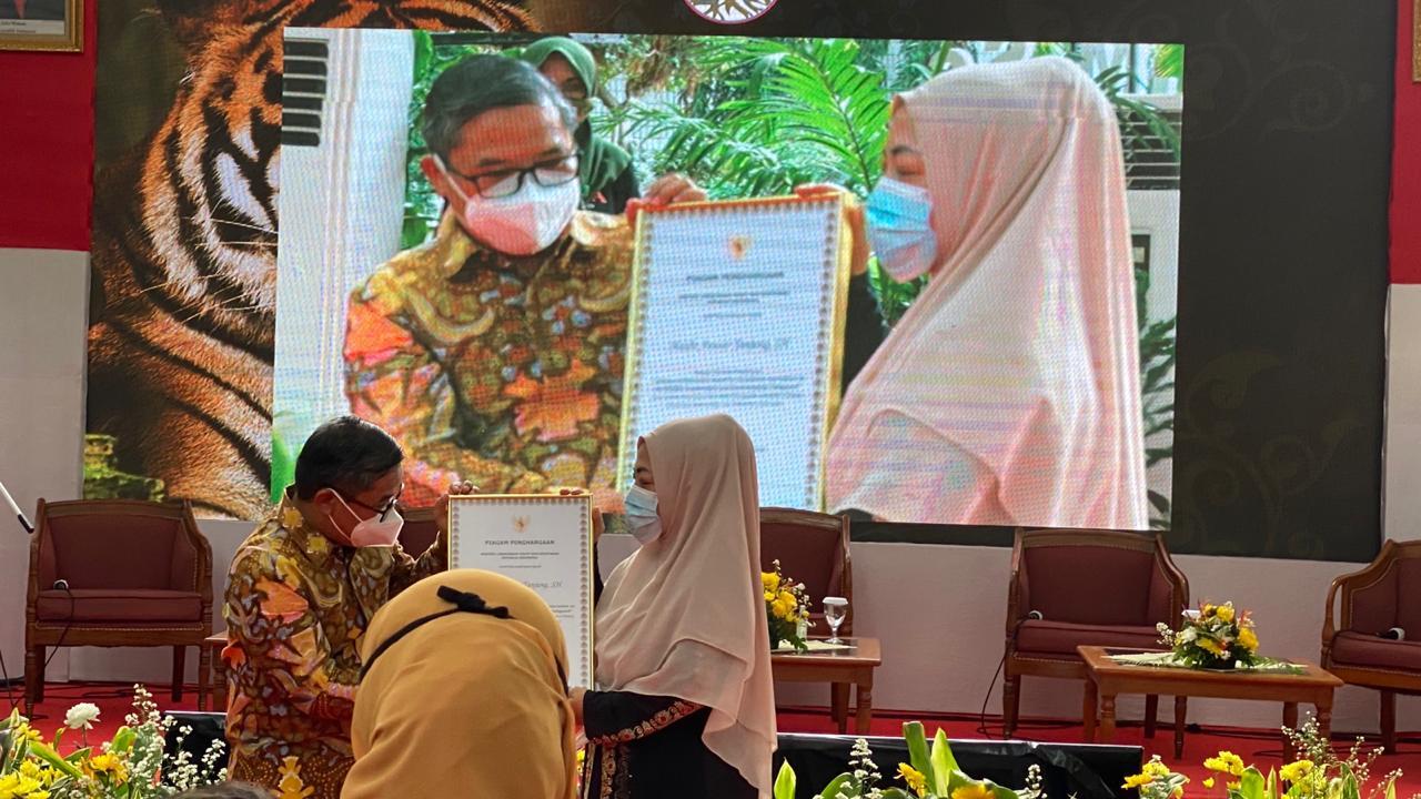 Penghargaan Lifetime Achievement Award  Haidir Anwar Tanjung