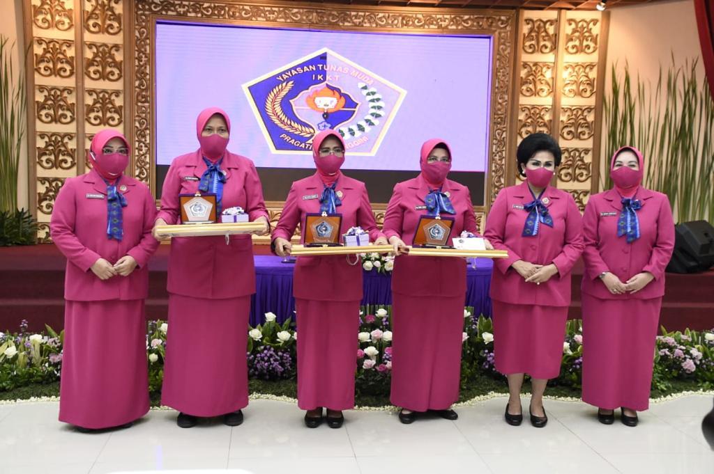 Nanny Hadi Tjahjanto Pimpin Sertijab Wakil Ketua Umum Yayasan Tunas Muda IKKT