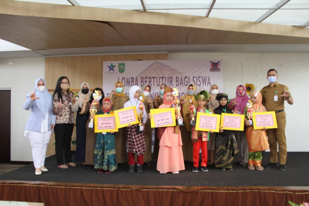 Siswi SD Asal Dumai, Silvia Amitasya Raih Juara Pertama Lomba Bertutur se-Provinsi Riau