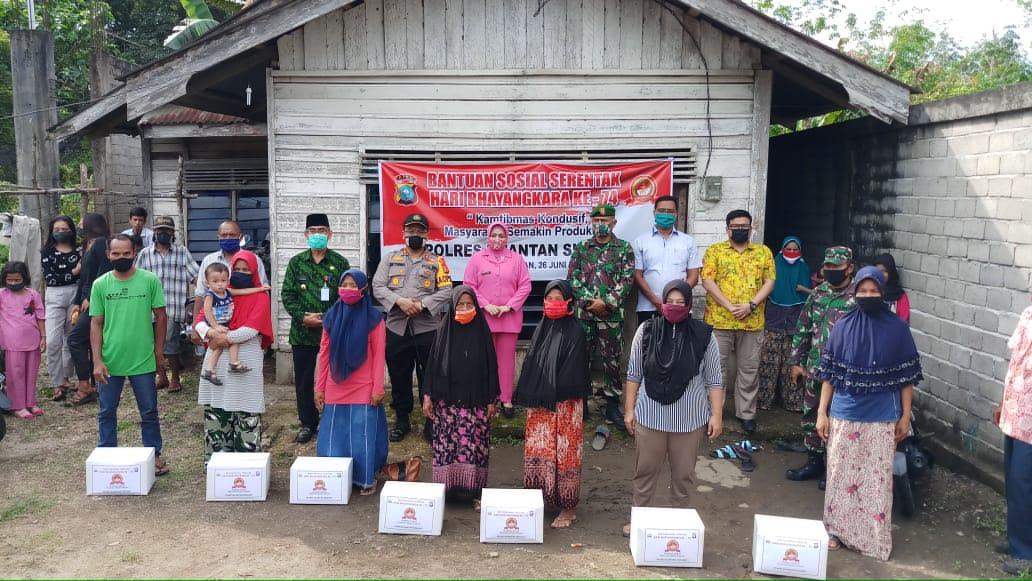 Dihadiri Bupati, Polres Kuansing Bagikan Bansos Untuk Masyarakat di HUT Bhayangkara ke-74