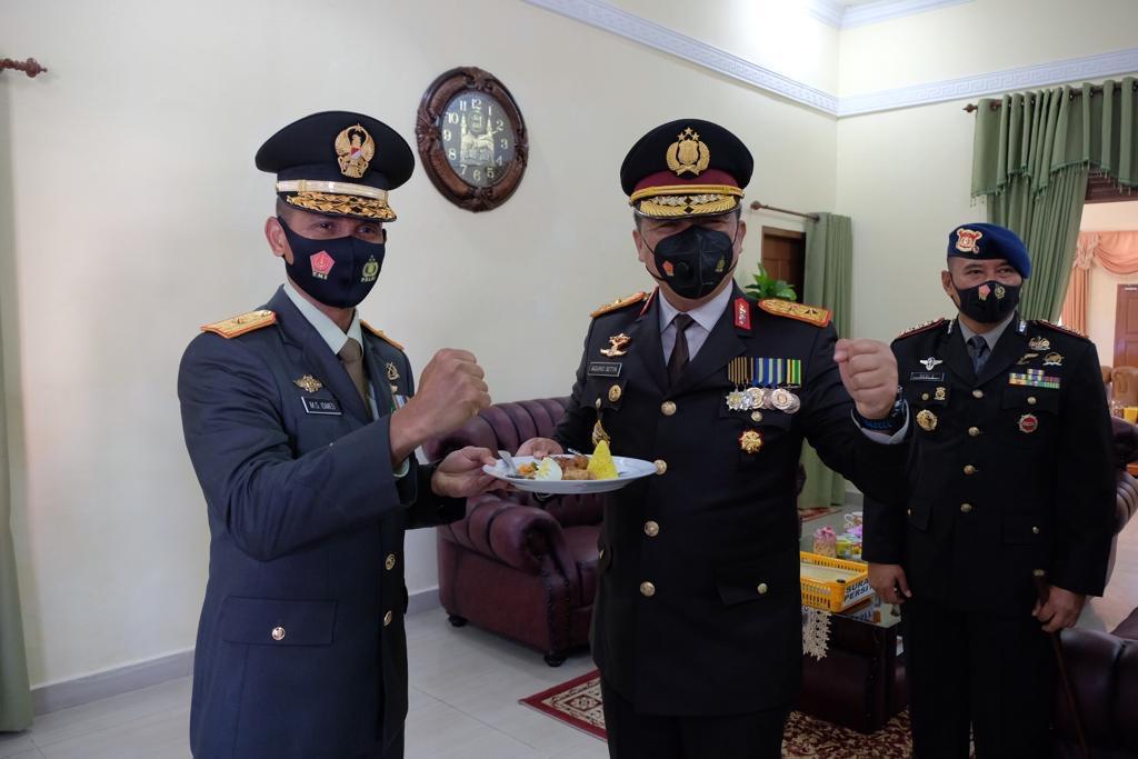 Kapolda Riau dan Rombongan Berikan Kejutan Bagi TNI