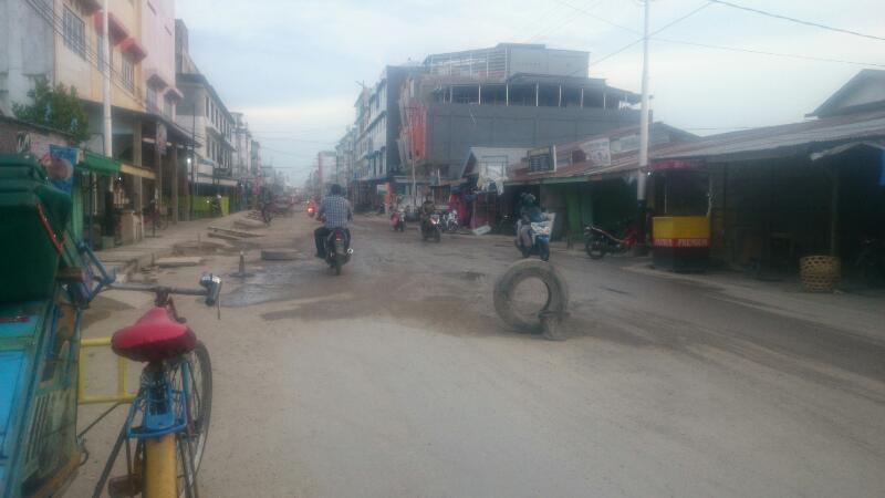 Berdebu, Masyarakat H Sadri Ancam Blokir Jalan