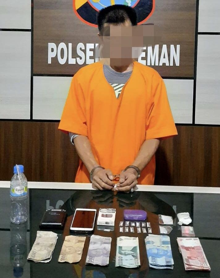 Naas, Pria ini Keciduk Polisi di Cafe Karena Bawa Narkotika