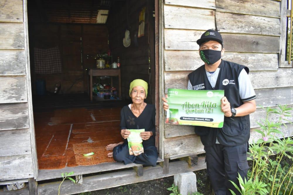 Ratusan Masyarakat di Pedalaman Kepulauan Meranti Terima Bantuan Olahan Daging Kurban