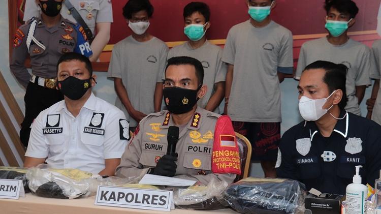 Lima Pengiring Jenazah Ditangkap Polisi karena Merusak Truk dan Melukai Sopirnya