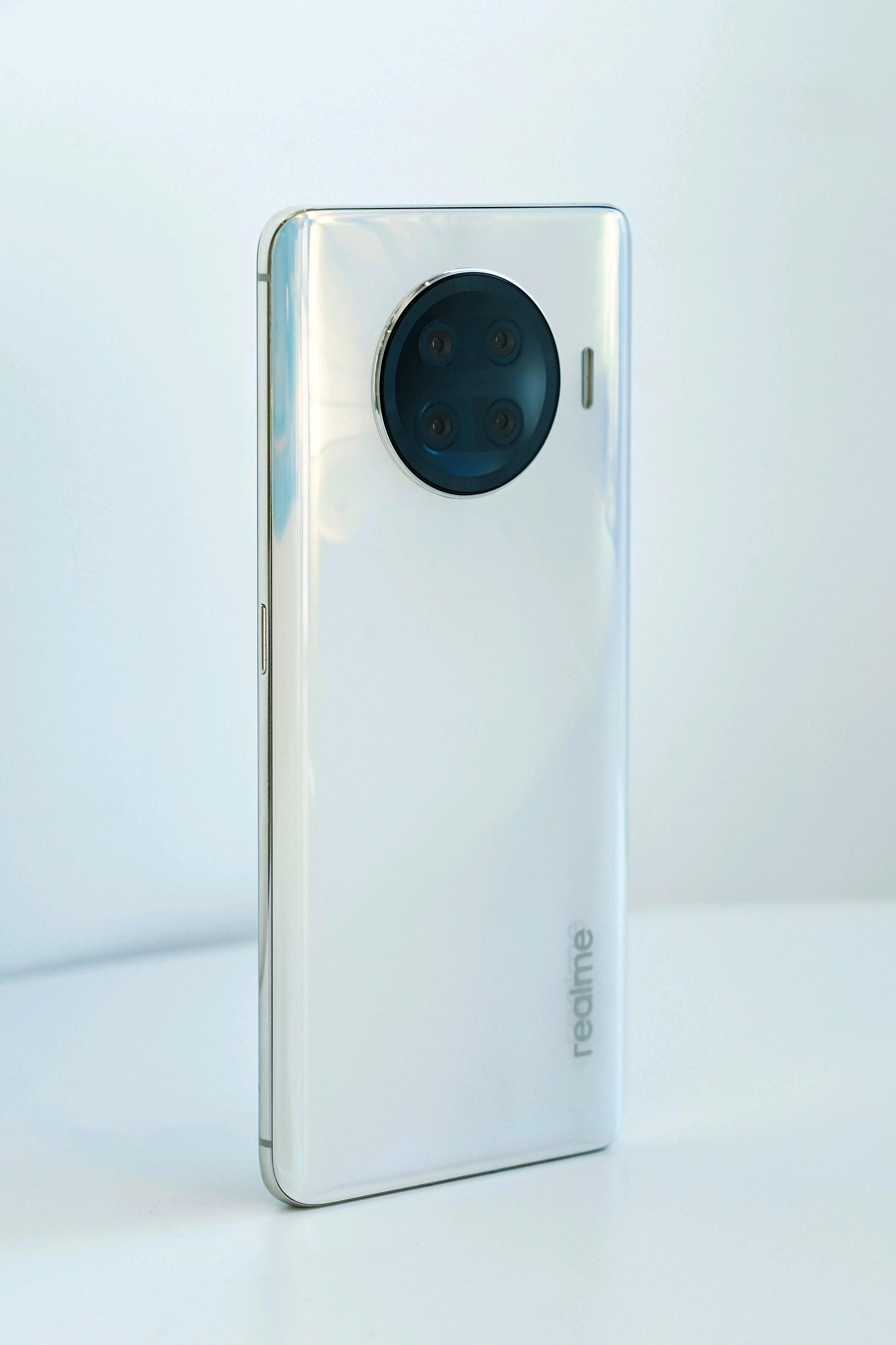 realme Umumkan Smartphone Flagship Baru