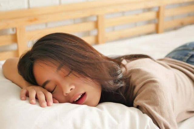 Posisi Tidur Terbaik Bagi Penderita Asam Lambung