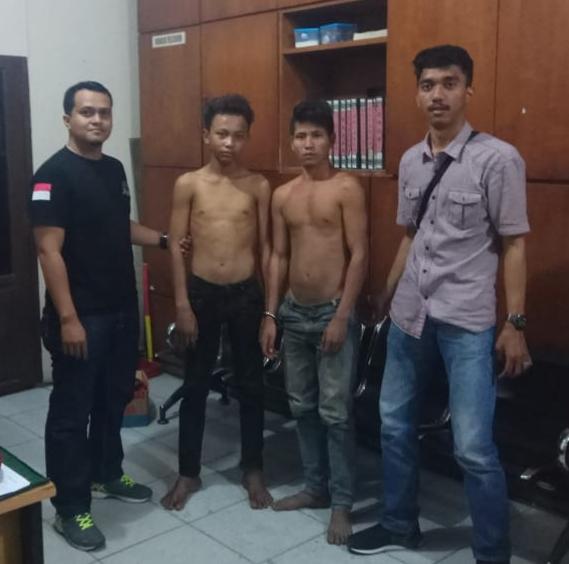 Dua Pria ini Dibekuk Polisi Karena Nekat Curi Aki Mobil