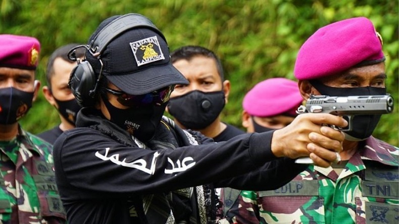Datangi Markas Marinir, Ustadz Abdul Somad Langsung Tembakkan Senjata, Ada Apa?