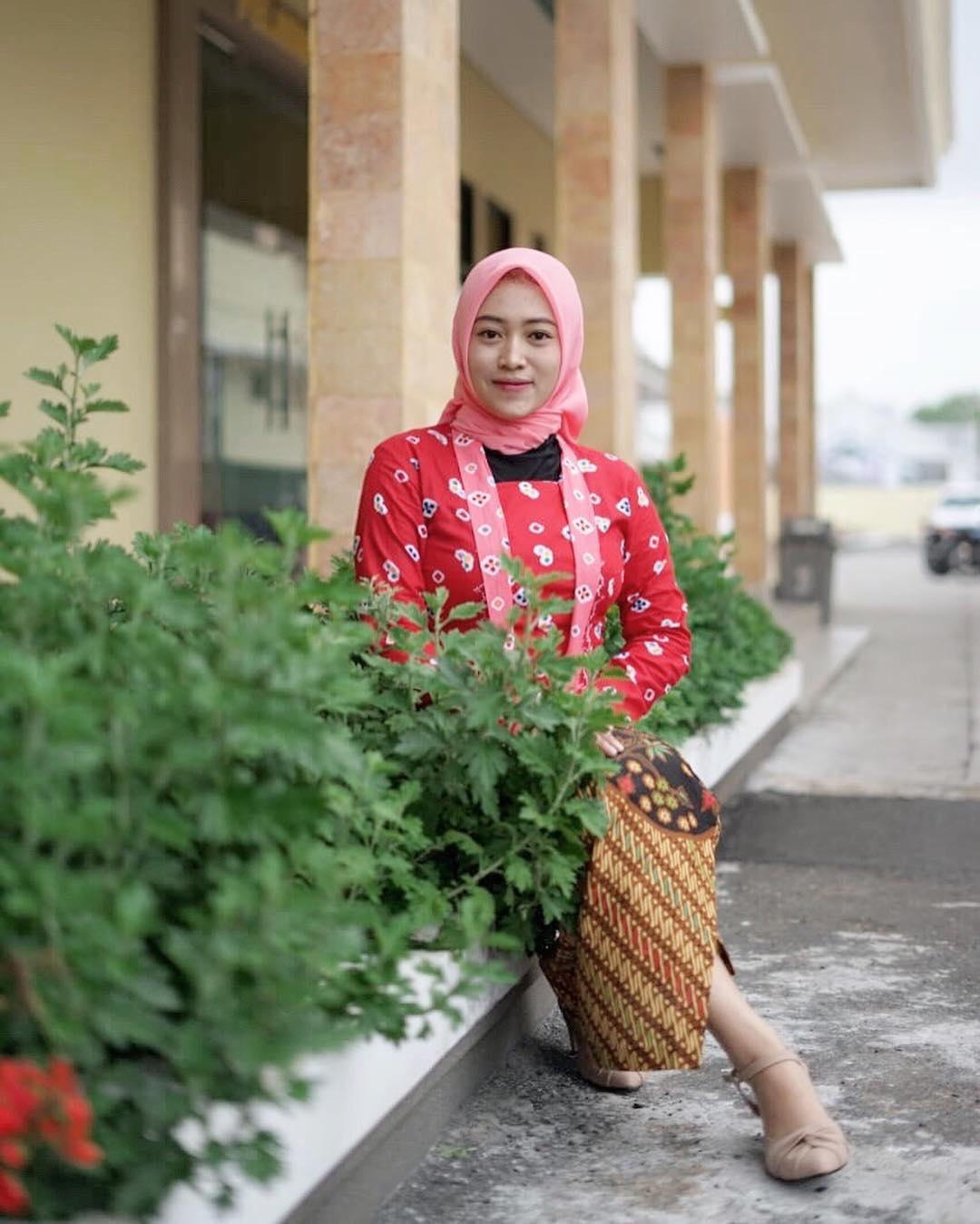Nurul Khotimah, Polwan Cantik Berhijab yang Bikin Hati Adem