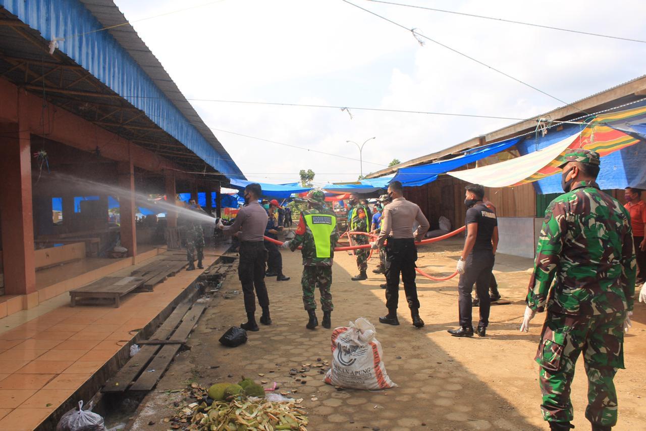 Menyambut HUT Bhayangkara ke-74, Polres Kuansing Lakukan Penyemprotan Disinfektan Serentak Diseluruh Wilayah Kuansing