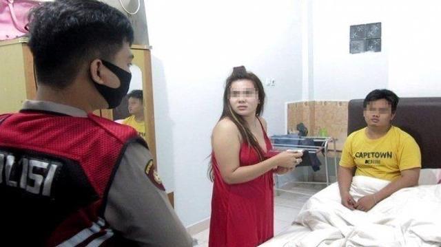 Digerebek Polisi: Ini Tante Saya Pak, Saya Keponakan