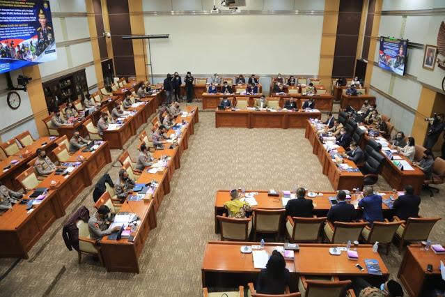 Kapolri Paparkan 15 Aplikasi Layanan Publik di Hadapan Komisi III