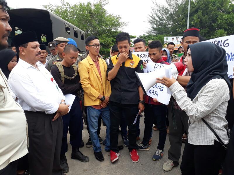 Terkait Jamkesda, Aktivis 'Geruduk' Kantor Bupati Inhil