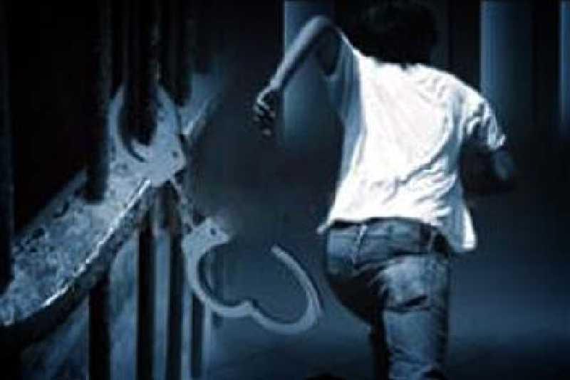 Lima Tahanan Polsek Kemuning Kabur