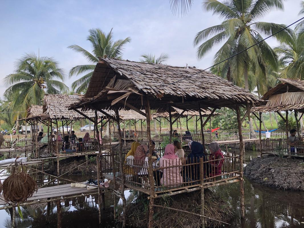 Bosan dengan Hiruk Pikuk Kota? Yuk Bersantai di Cafe Pondok Ladang