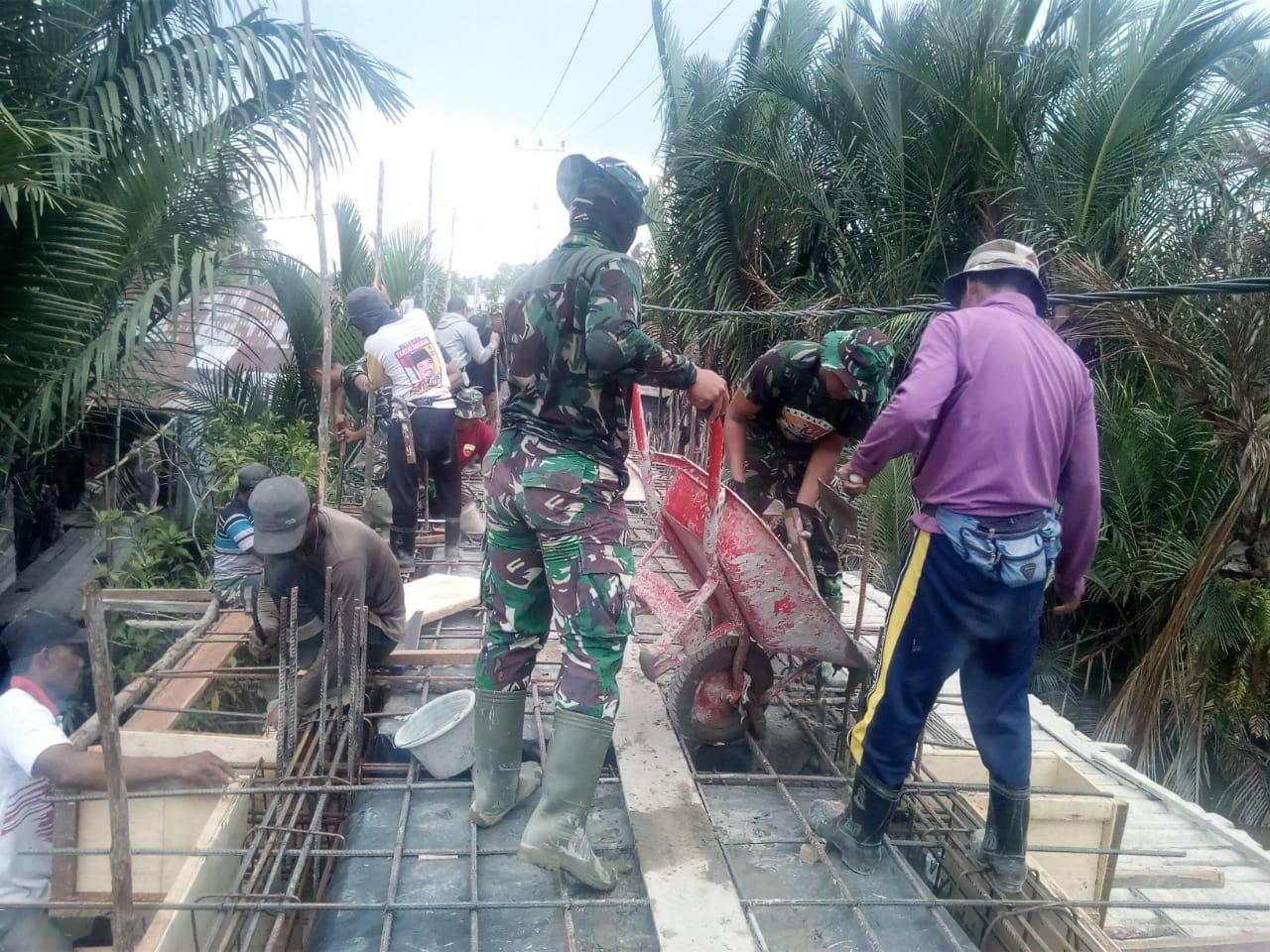 Pembangunan Jembatan Beton oleh TMMD Masuki Tahap Pengecoran Balok Lantai