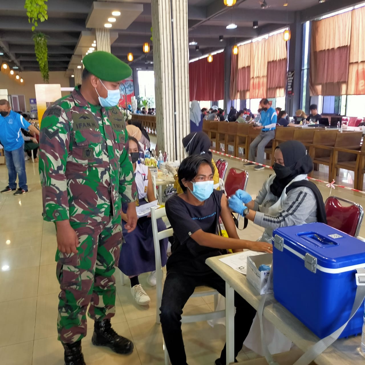 TNI - Polri Gandeng Apindo Dalam Pelaksanaan Percepatan Vaksinasi di Kota Batam