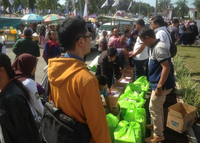 Banyak Sedekah Makanan di Prabowo Menyapa Riau