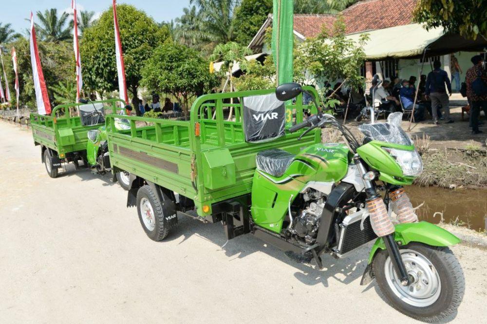 Kuansing Terima Bantuan Kendaraan Pengangkut Sampah dari Menteri LHK